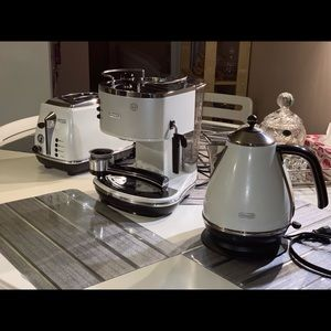 Other - DeLonghi set of 3 (kettle, toaster, coffee maker)